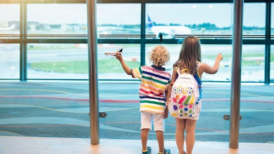 Ako zabaviť dieťa na letisku a v lietadle?