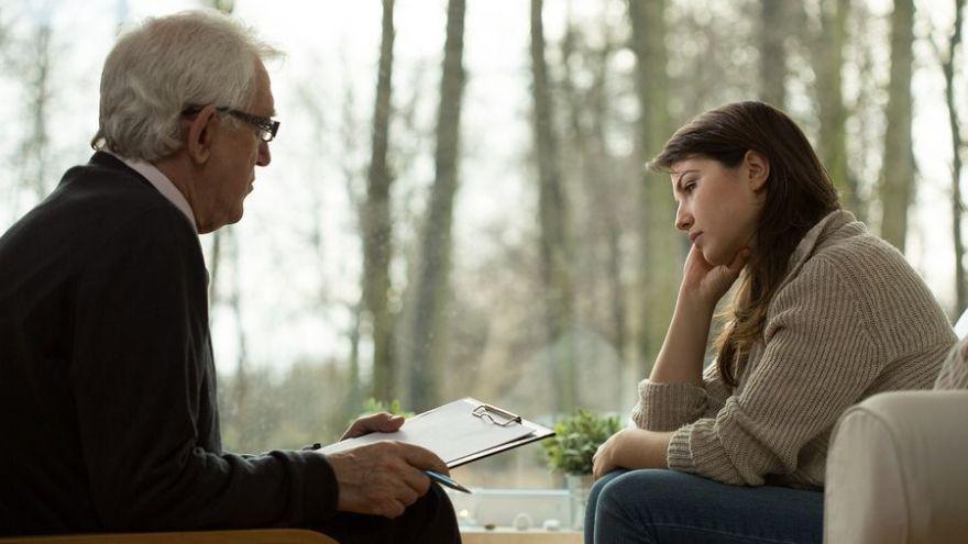 Aký je rozdiel medzi psychológom, psychiatrom, psychoterapeutom a koučom?