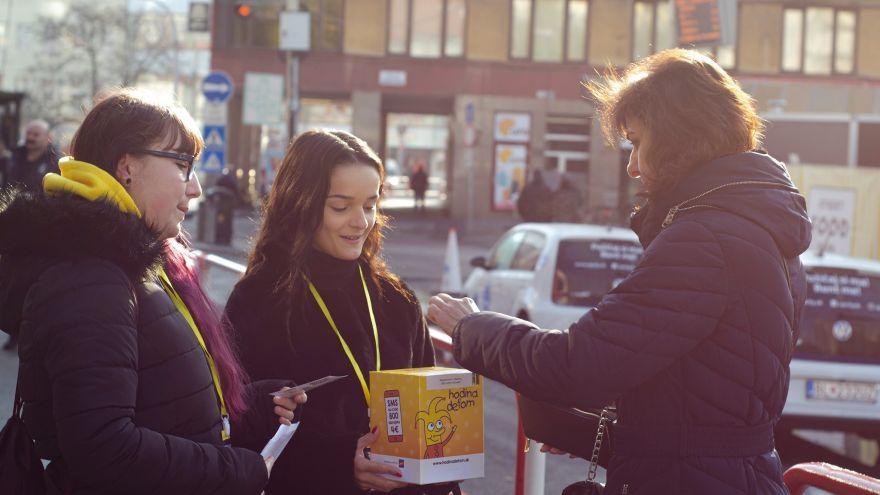 Žlté pokladničky opäť zaplavia Slovensko. Podporiť budete môcť deti žijúce v jednorodičovských rodinách