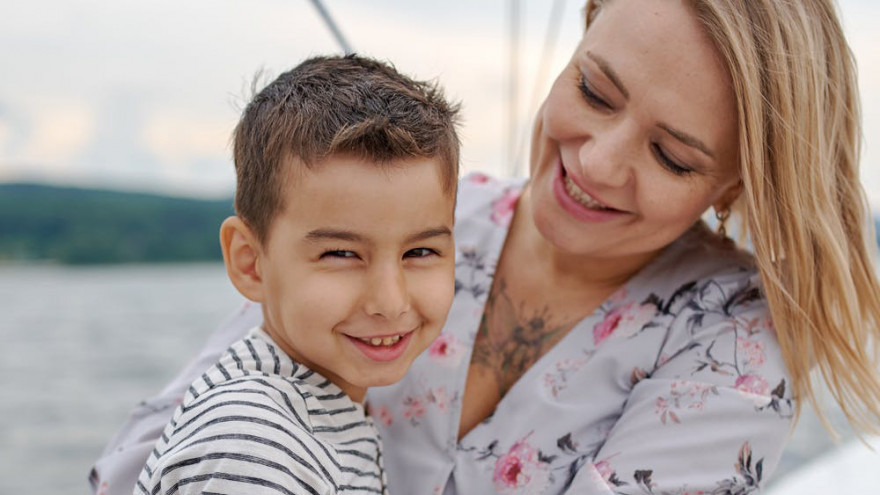 10 spôsobov, ako aj bez slov povedať deťom, že ich milujete
