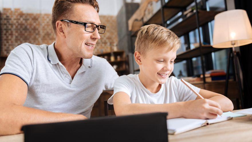 Britské televízne programy ukazujú rodičom, aký vplyv majú na úspech detí: Školy nedokážu robiť zázraky, ale vy môžete