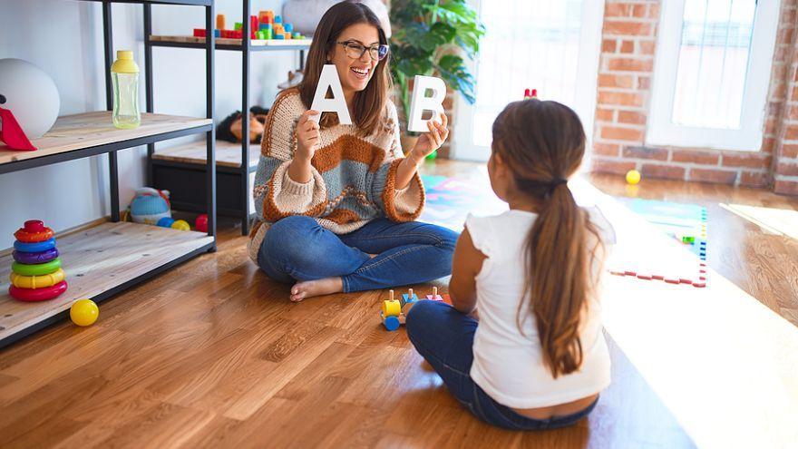 Ako naučiť dieťa písať a spoznávať písmená zábavným spôsobom?