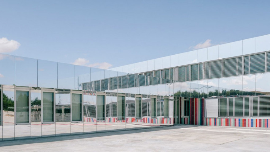 Španielska škola, ktorá mizne na oblohe
