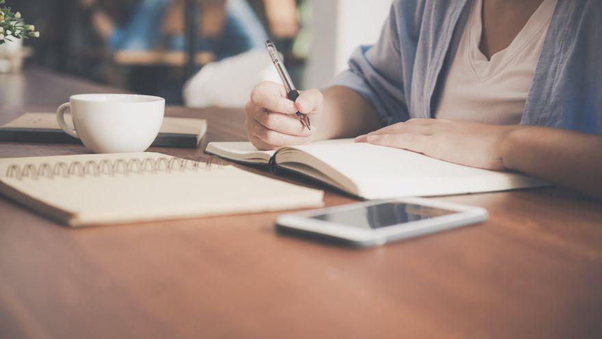 Vezmite si do rúk pravidelne pero. Písanie rukou má svoje výhody