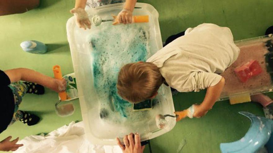 V CHAT centre v Košiciach skúmajú deti aj vodu.