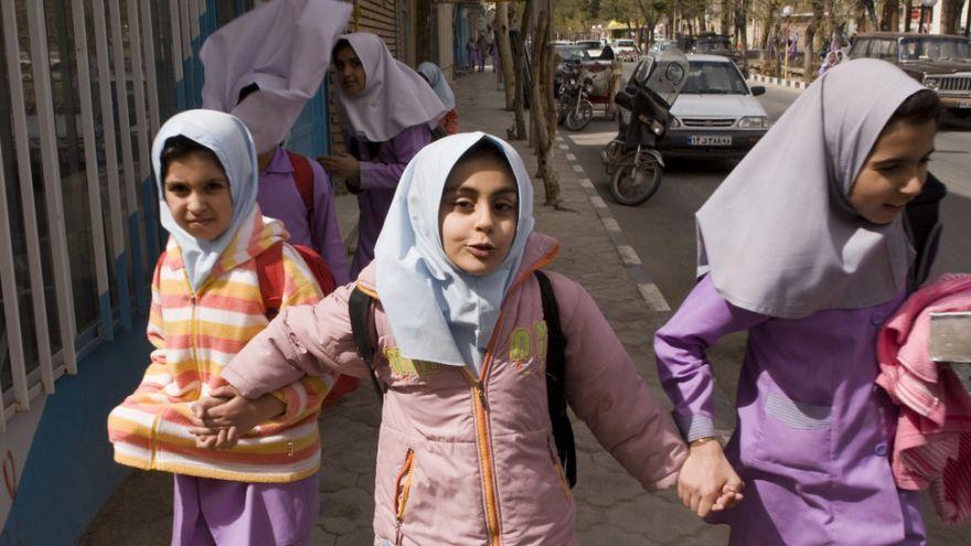 Školáčky na ceste domov v Iráne