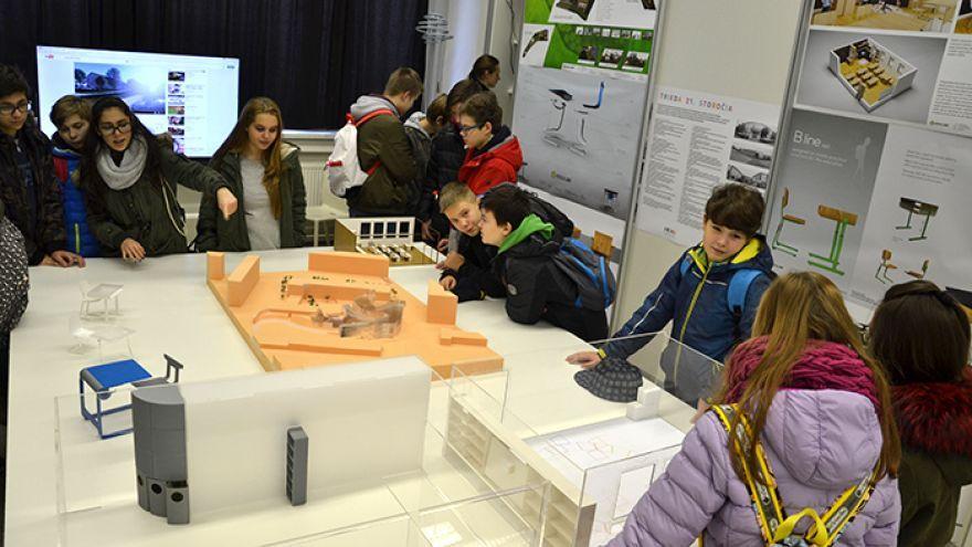 Deti zo základnej školy na Sibírskej ulici sa boli v ateliéri VŠVU pozrieť, ako by mohla ich škola po rekonštrukcii vyzerať.