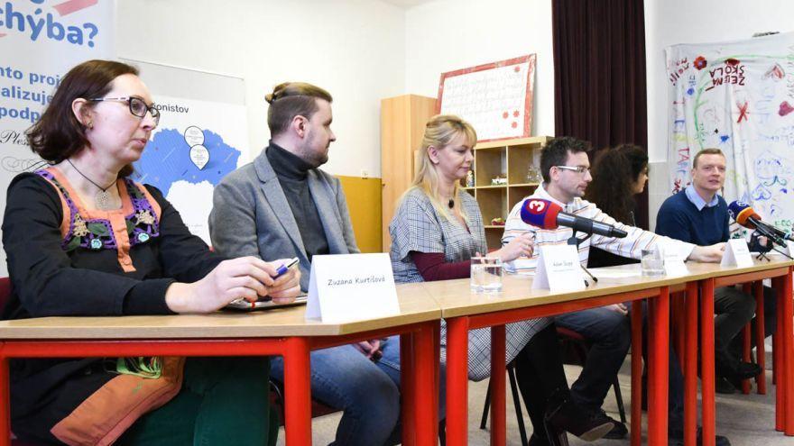 Zľava: Zuzana Kurtišová, mama žiaka so zdravotným znevýhodnením / Foto: Zuzana Gránska