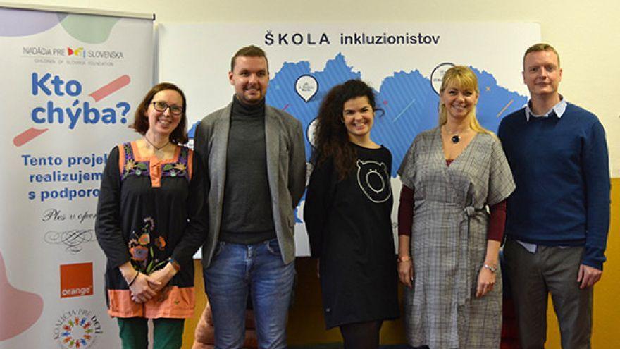 Zľava: Zuzana Kurtišová, Adam Škopp, Masha Orogváni, Eva Horníková, Ondrej Gallo / Foto: Orange