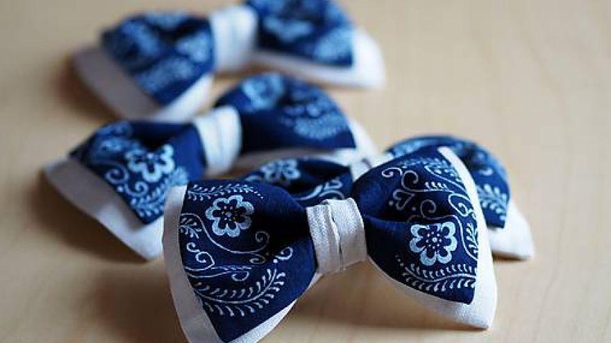 Mašličky do vlasov vyrobené použitím techniky modrotlače (Lucia Dovalová)