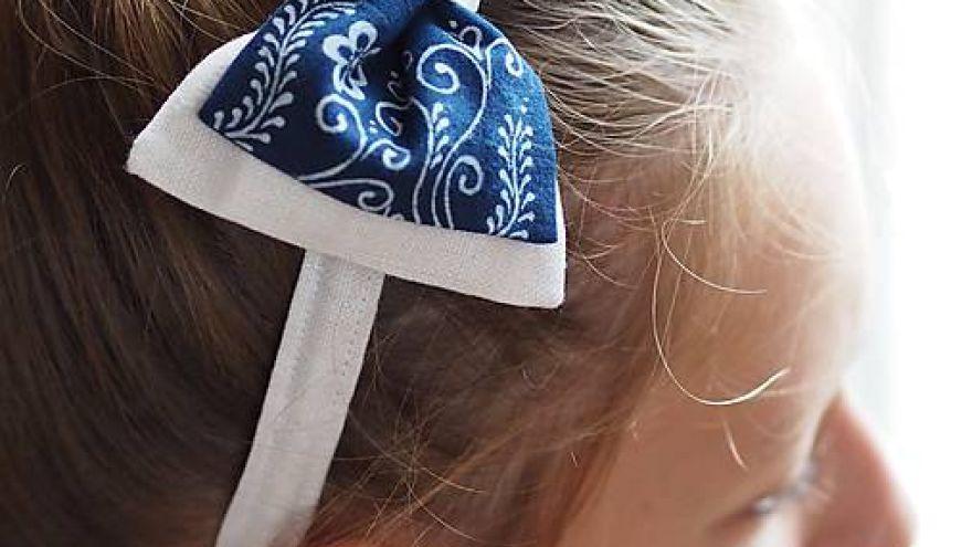 Mašličky do vlasov s čelenkou vyrobené použitím techniky modrotlače (Lucia Dovalová)