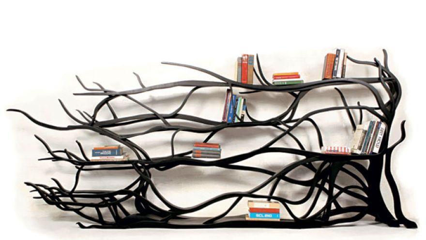 Kreatívna knižnica v tvare košatého stromu