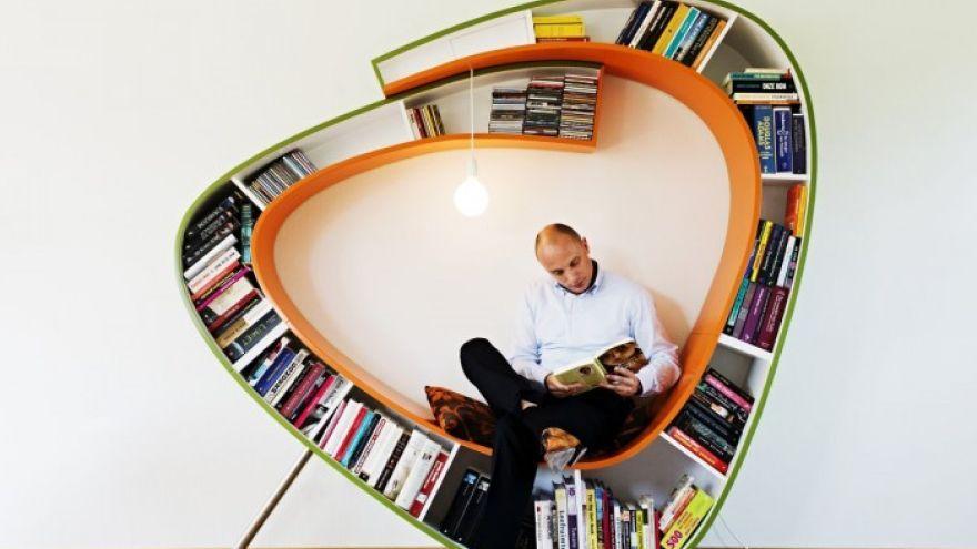 Kreatívna moderná knižnica aj so sedením