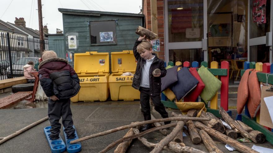 Detské ihrisko, ktoré nespĺňa bezpečnostné normy.  / Foto: Andrew Testa