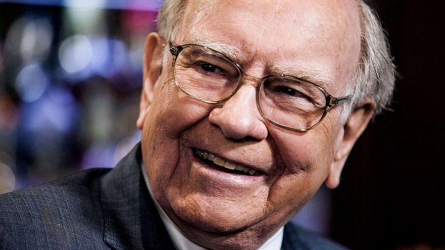 Warren Buffett s Billom Gatesom v roku 2010 spolu založili nadáciu Giving Pledge, ktorá dnes disponuje objemom peňazí vo výške 365 miliárd dolárov.